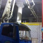 Bombeo de hormigón en interiores (naves, sótanos) con autobomba pluma.