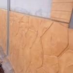 hormigon impreso vertical - zocalo en chalet (1)